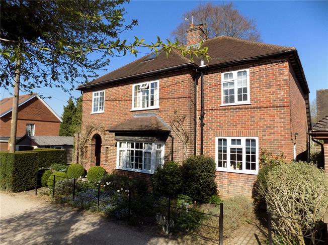 Guide Price £835,000, 4 Bedroom Detached House For Sale in Winchester, Hampshire, SO21