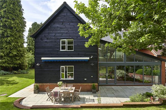 Guide Price £950,000, 5 Bedroom Detached House For Sale in Kings Somborne, SO20