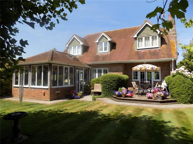 Guide Price £750,000, 5 Bedroom Detached House For Sale in Hampshire, SP11