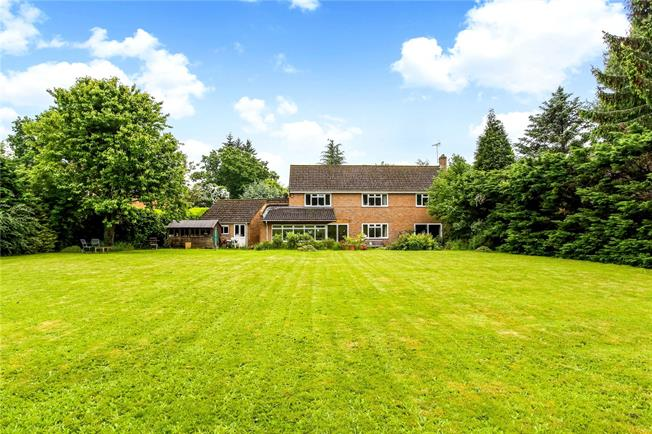 Guide Price £1,250,000, 5 Bedroom Detached House For Sale in Winchester, Hampshire, SO21