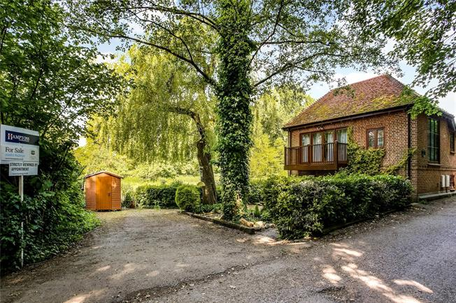 Guide Price £675,000, 2 Bedroom Detached House For Sale in Winchester, SO23