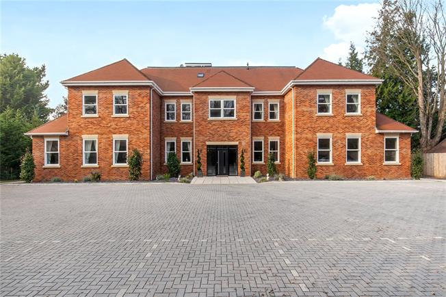 Guide Price £875,000, 2 Bedroom Flat For Sale in Warsash, Hampshire, SO31