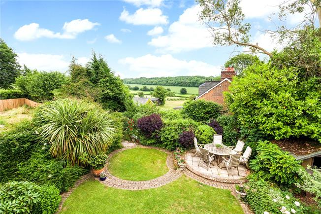 Guide Price £625,000, 5 Bedroom Detached House For Sale in Hampshire, SO32