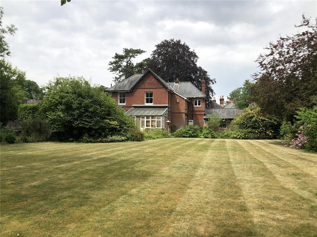 Guide Price £1,650,000, 5 Bedroom Detached House For Sale in Winchester, SO23