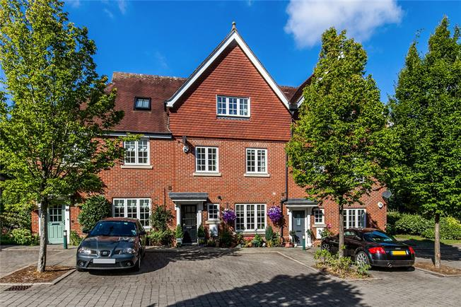 Guide Price £625,000, 4 Bedroom Terraced House For Sale in Winchester, SO22