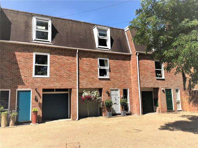 Guide Price £590,000, 2 Bedroom Terraced House For Sale in Winchester, SO23
