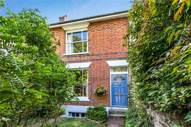 Guide Price £700,000, 2 Bedroom Terraced House For Sale in Winchester, SO22