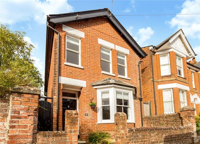Guide Price £745,000, 3 Bedroom Detached House For Sale in Winchester, SO22