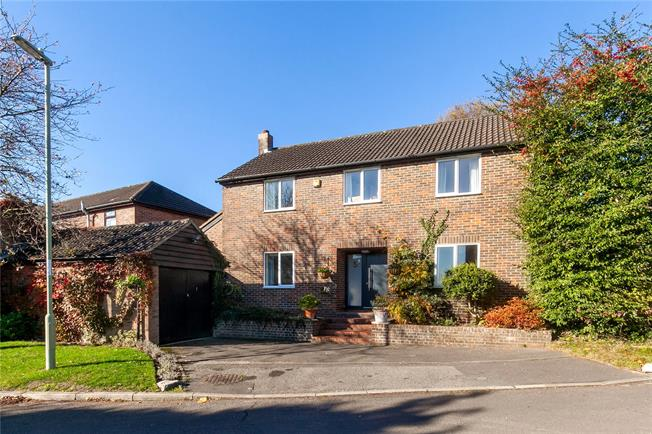 Guide Price £565,000, 4 Bedroom Detached House For Sale in Winchester, SO22