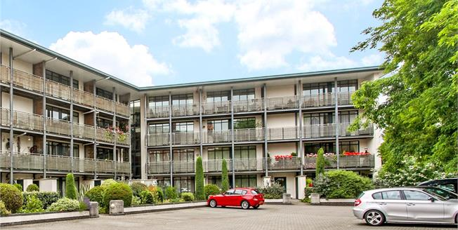 Guide Price £475,000, 3 Bedroom Flat For Sale in Winchester, SO23