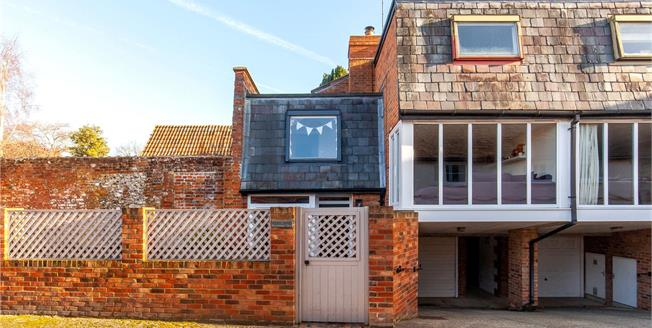 Guide Price £475,000, 3 Bedroom Semi Detached House For Sale in Alresford, SO24