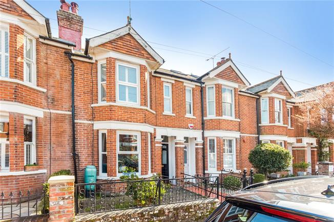 Guide Price £800,000, 3 Bedroom Terraced House For Sale in Winchester, SO23