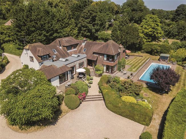 Guide Price £1,500,000, 5 Bedroom Detached House For Sale in Droxford, SO32