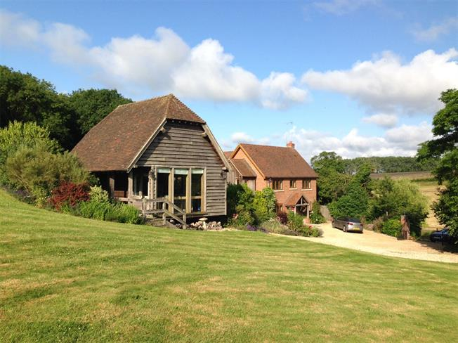 Guide Price £1,175,000, 4 Bedroom Detached House For Sale in Owslebury, SO21