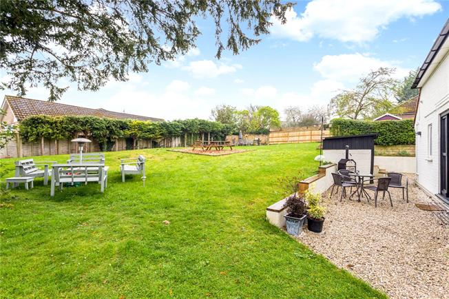 Guide Price £750,000, 4 Bedroom Detached House For Sale in Winchester, SO22