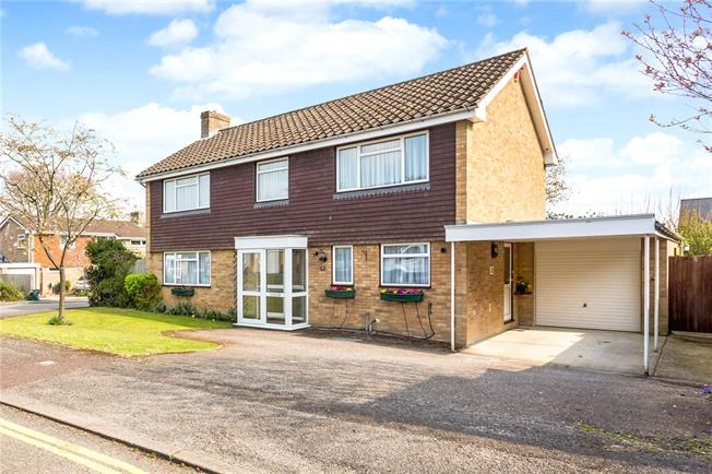 Guide Price £775,000, 4 Bedroom Detached House For Sale in Winchester, SO22