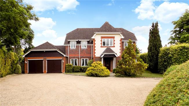 Guide Price £950,000, 4 Bedroom Detached House For Sale in Itchen Abbas, SO21