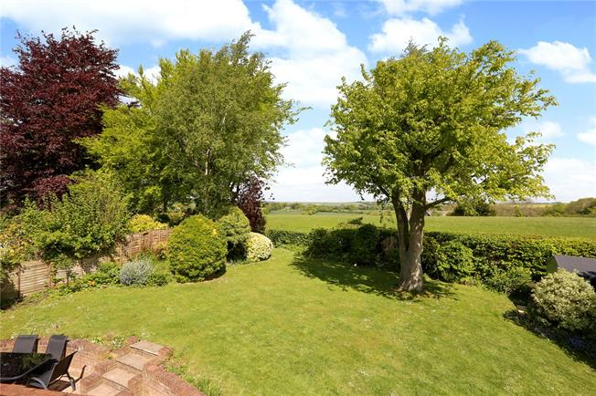 Guide Price £835,000, 4 Bedroom Detached House For Sale in Owslebury, SO21
