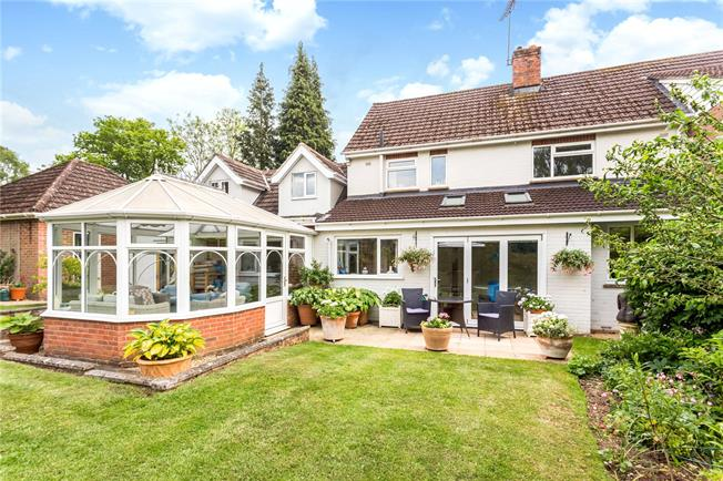 Guide Price £800,000, 4 Bedroom Garage For Sale in Shawford, SO21
