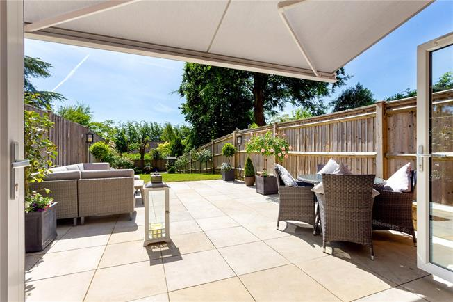 Guide Price £750,000, 2 Bedroom House For Sale in Winchester, SO22