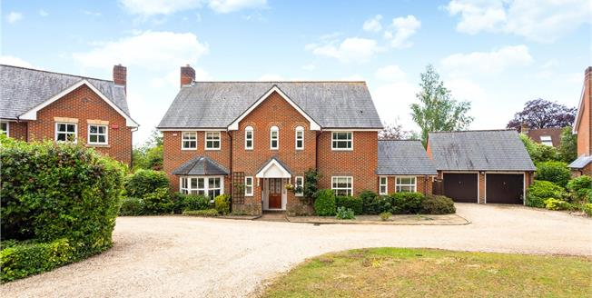Guide Price £915,000, 4 Bedroom Detached House For Sale in Kings Worthy, SO23
