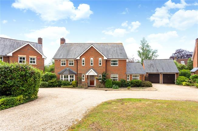 Guide Price £940,000, 4 Bedroom Detached House For Sale in Kings Worthy, SO23
