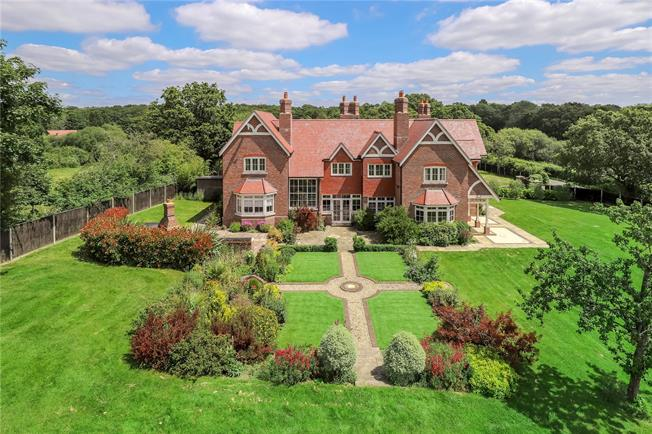 Guide Price £1,950,000, 5 Bedroom Detached House For Sale in Swanmore, SO32