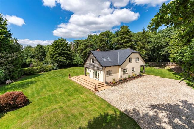 Guide Price £1,500,000, 4 Bedroom Detached House For Sale in Itchen Abbas, SO21