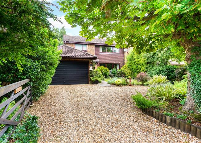 Guide Price £825,000, 4 Bedroom Detached House For Sale in Littleton, SO22