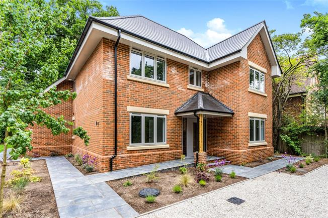 Guide Price £985,000, 5 Bedroom Detached House For Sale in Southampton, SO16