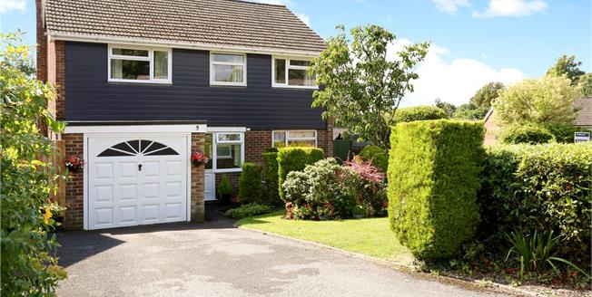 Guide Price £750,000, 4 Bedroom Detached House For Sale in Winchester, SO23