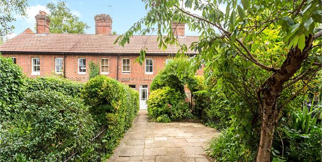 Guide Price £625,000, 2 Bedroom Terraced House For Sale in Winchester, SO23