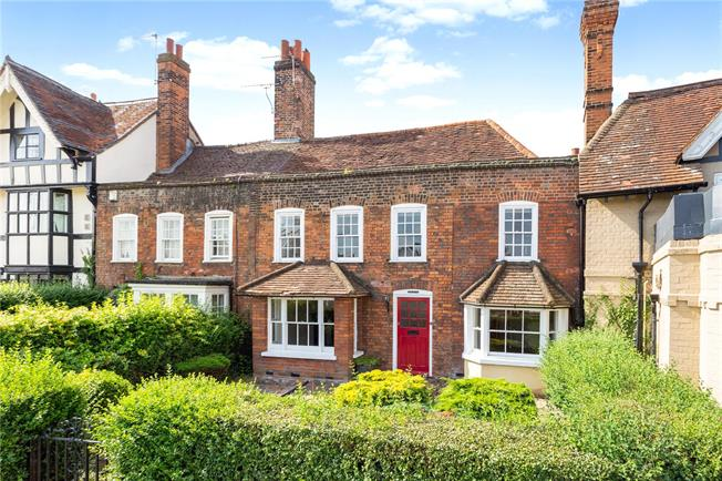 Guide Price £685,000, 3 Bedroom Terraced House For Sale in Berkshire, SL3