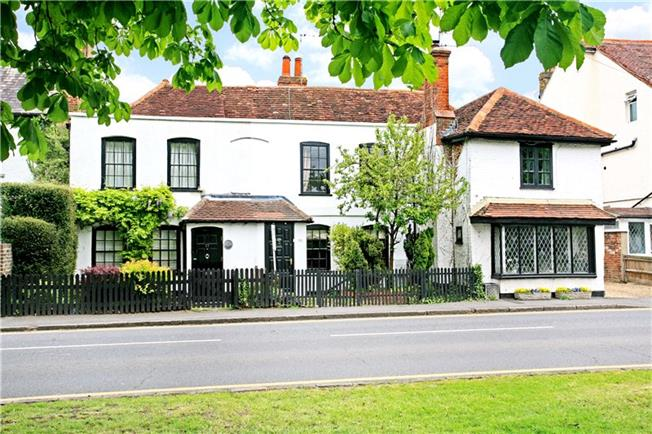 Guide Price £395,000, 2 Bedroom Terraced House For Sale in Datchet, SL3
