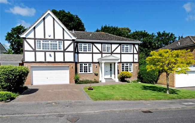 Guide Price £1,195,000, 6 Bedroom Detached House For Sale in Windsor, SL4