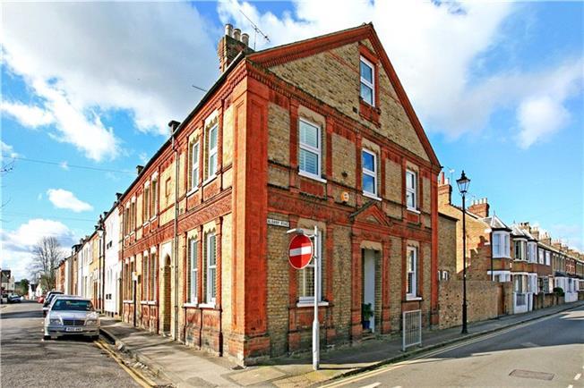 Guide Price £825,000, 4 Bedroom For Sale in Berkshire, SL4