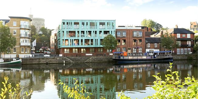 Guide Price £750,000, 2 Bedroom Flat For Sale in Windsor, SL4