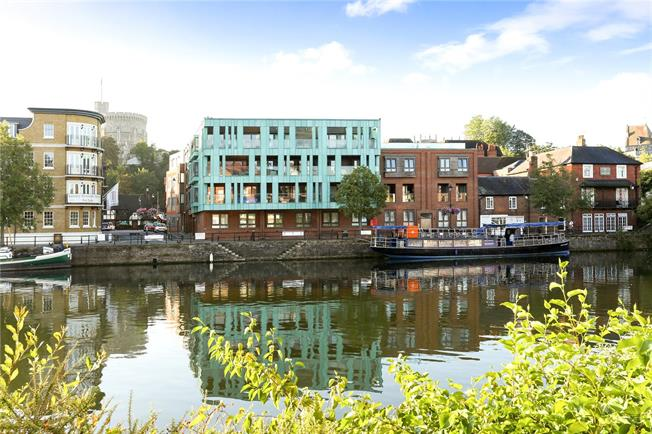 Guide Price £750,000, 2 Bedroom Flat For Sale in Windsor, SL4