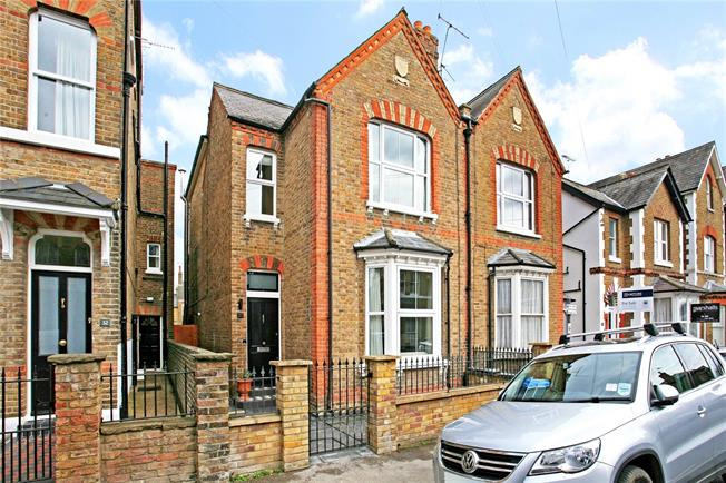Guide Price £1,250,000, 4 Bedroom House For Sale in Windsor, SL4