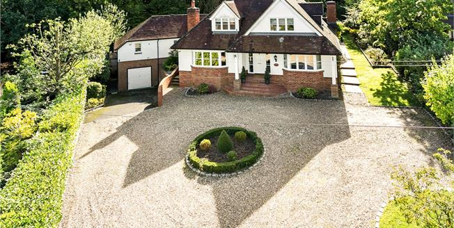 Guide Price £1,695,000, 6 Bedroom Detached House For Sale in Old Windsor, SL4