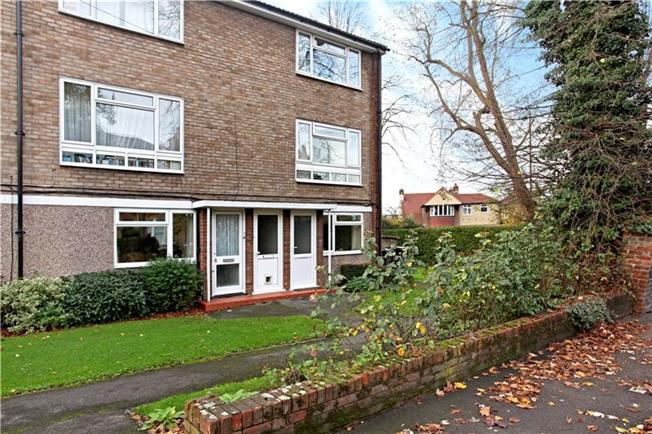 Guide Price £345,000, 2 Bedroom Flat For Sale in Windsor, SL4