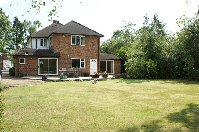 Asking Price £1,000,000, 4 Bedroom Detached House For Sale in Oakley Green, SL4