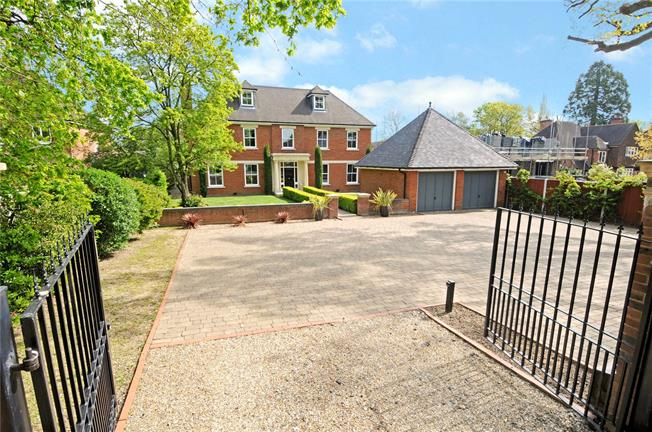 Guide Price £2,495,000, 6 Bedroom Detached House For Sale in Windsor, SL4