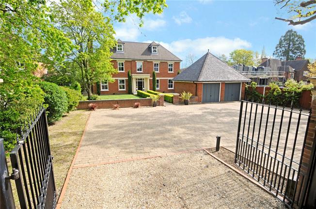 Guide Price £2,495,000, 6 Bedroom Detached House For Sale in Windsor, SL4