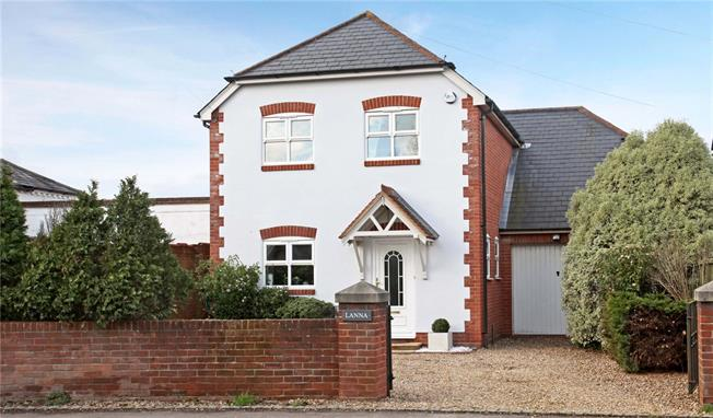 Guide Price £750,000, 4 Bedroom Detached House For Sale in Winkfield, SL4