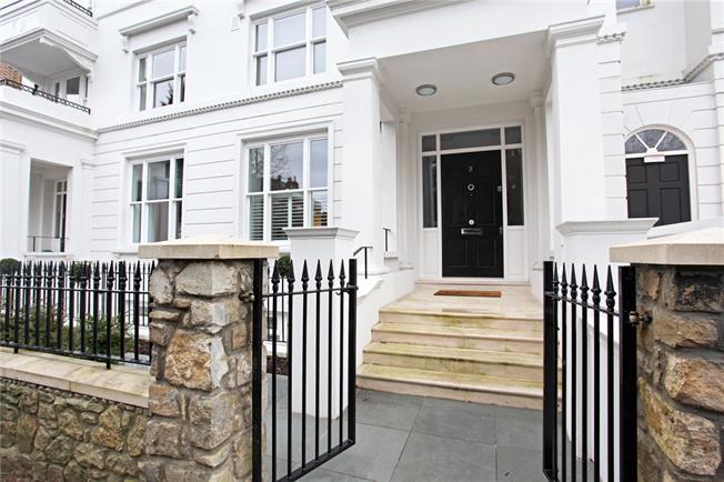 Guide Price £1,295,000, 3 Bedroom Flat For Sale in Windsor, SL4