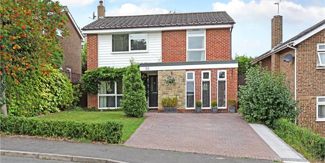 Guide Price £630,000, 3 Bedroom Detached House For Sale in Berkshire, SL4