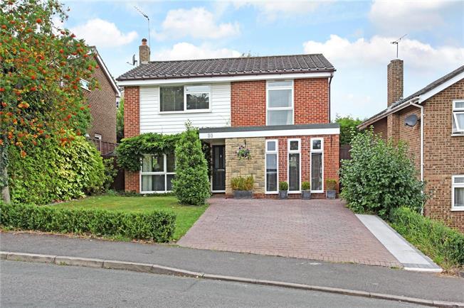 Guide Price £630,000, 3 Bedroom Detached House For Sale in Windsor, SL4
