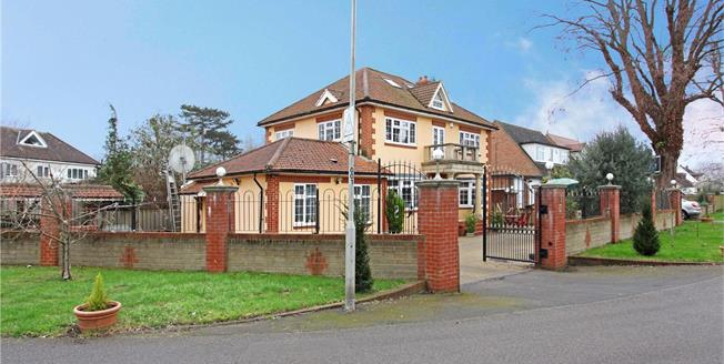Guide Price £899,000, 5 Bedroom Detached House For Sale in Berkshire, TW19