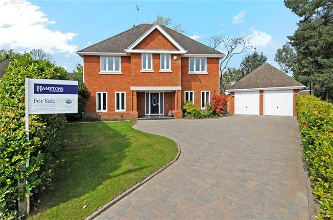 Guide Price £1,395,000, 5 Bedroom Detached House For Sale in Windsor, SL4